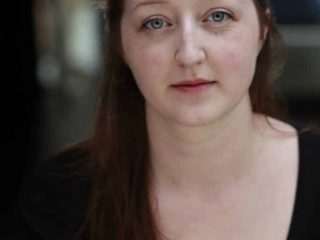 Headshot of drama student Heidi Bowes in colour